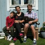 Alice med sin nya familj Manne, Mathilda och Christer