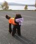 Effie fick både en fin jaktväst och en ny leksak när hon reste hem ifrån MH-beskrivningen 2008