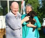 Frihamras Brown Rambo (Rufus) med sin nya matte Ann och husse Göran