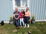 Här är Cera med sin nya familj Thomas Leah och Pia