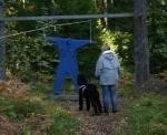 Scilla tyckte inte det var så märkvärdigt med en overall som flög upp i skogen