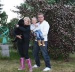 Milo med sin nya familj (vår dotter Malin o Micke o barnbarnet Alexander)
