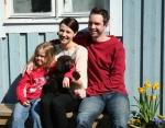 Moyo med sin nya familj Alexandra, Andrea och Michael