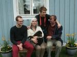 Saxo flyttar till Danmark med sin nya familj Elin och Jesper. Pojkarna Toke och Bjarke. Hjalte var inte med på bild